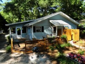 Vacation Rental cottage SSI back yard